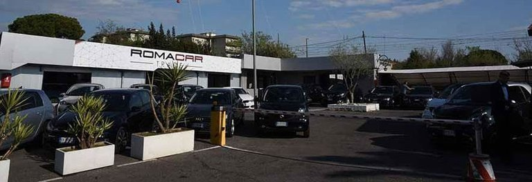 roma-car-trade-showroom-768x264