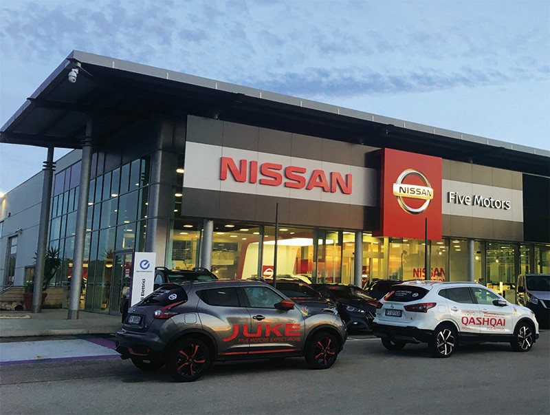 salone-nissan-taranto-five-motors